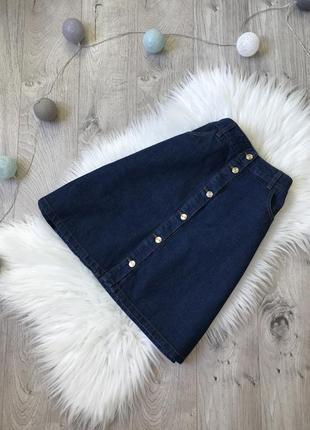 Джинсова юбка трапеція з актуальними ґудзиками по всій довжині