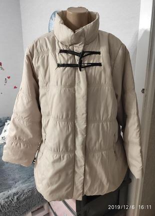 Очень комфортная невесомая курточка , пог-65