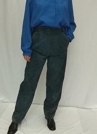 Винтажные , женские ,замшевые брюки , высокая посадка и защипы ..р.38