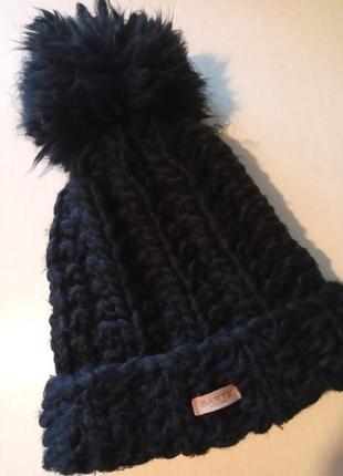 Теплая брендовпя шапка с большим помпоном