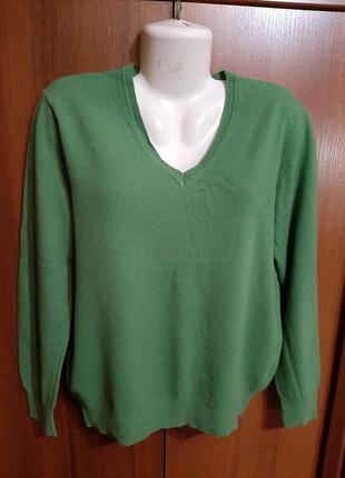 Шерстяной пуловер размера 48-50.