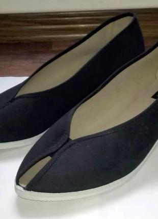 Тканевые туфли на танкетке