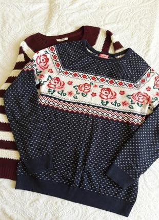 Уютный свитер с цветами