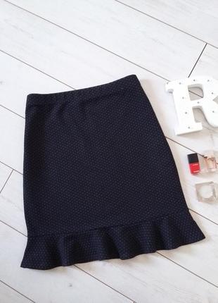 Сдержаная  лаконичная юбка с оборкой из плотного трикотажа