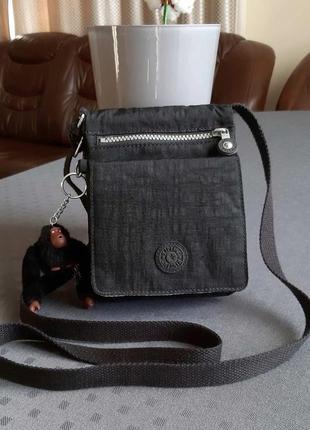 Красивая черная сумка кроссбоди фирмы kipling  в новом состоянии