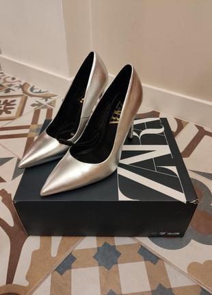 Серебристые туфли zara, натуральная кожа