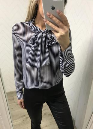 Блуза рубашка с бантом m