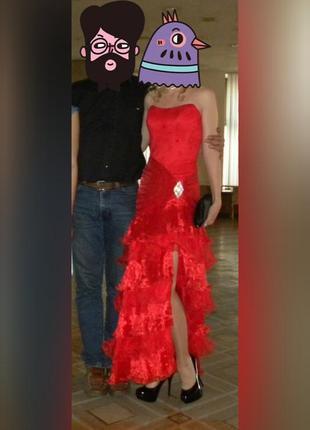 Выпускное вечернее красное платье с разрезом по ноге