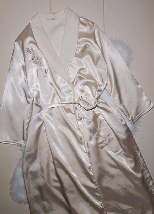 Теплый халат атласный утепленный бежевый с вышивкой
