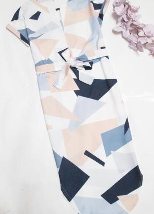 Плаття в геометричні фігури