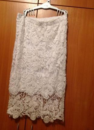 Элегантная белая кружевная юбка на лето