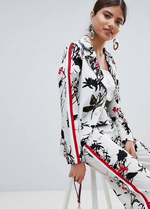 Пиджак в цветочный принт с лампасами
