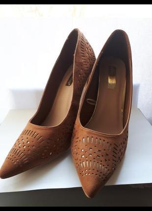 Классические туфли, фирменные туфельки