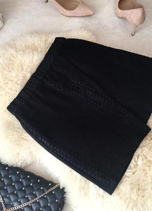 Очень крутая и стильная юбка на запах в змеиный принт с замочком на попе...💄👠🌹