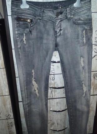 Серые джинсы скинни-рванки /варенки/ с замочками