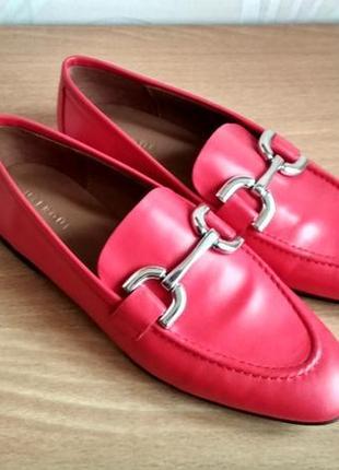 Красные кожаные лоферы - мокасины с логотипом uterqüe