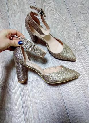 Нарядные туфли в блестках с блёстками золотистые блестящие