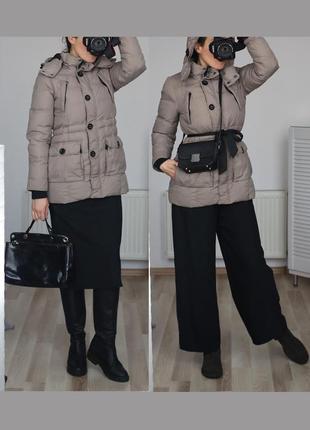 Теплая куртка пуховик,классический фасон,есть капюшон