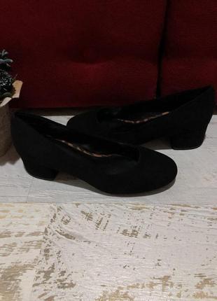 Новые фирменные туфли 37р.