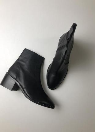 Ботинки asos  новые на 38 среднюю или узкую ногу
