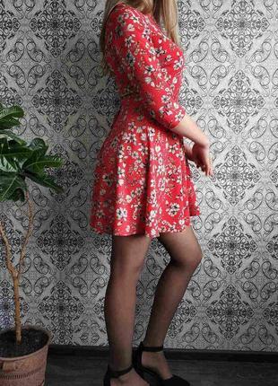 Красное платье в цветы4 фото