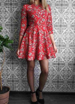 Красное платье в цветы6 фото