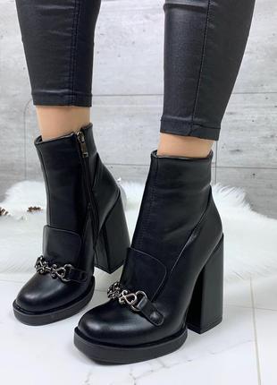 Стильные чёрные ботильоны на каблуке, чёрные ботинки на высоком каблуке