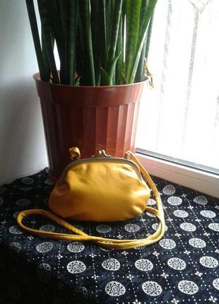 Маленькая и оригиналья сумочка.
