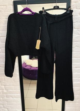 Стильный вязаный костюм расширенными брюками италия
