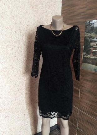 Гипюровое платье с оголенной спиной.