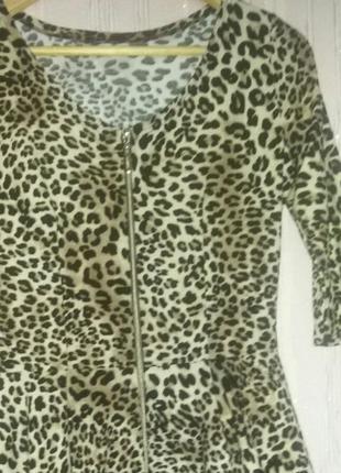 Платье тигровое с баской в идеальном состоянии! замеры в описании.
