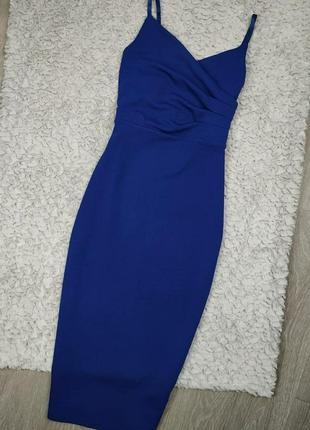 Синее силуэтное платье