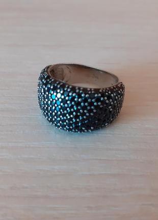 Женское серебряное кольцо с черными фианитами. 17 размер.