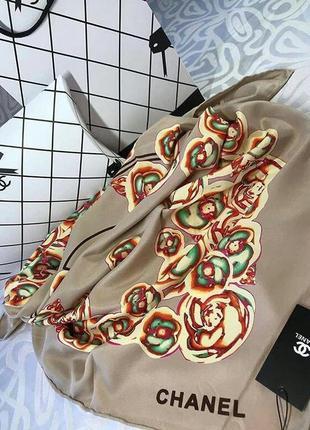 Очень красивый шелковый платок с ручной обработкой края