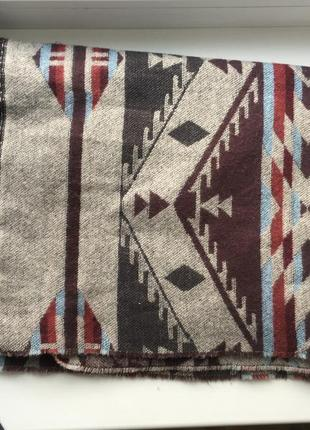 Теплый длинный шарф палантин платок с бахромой и этно принтом