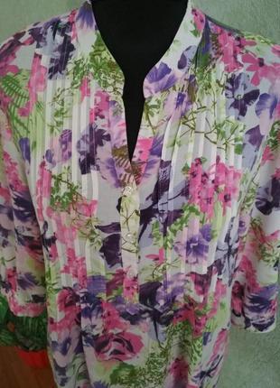 Великолепная блуза с множеством красивых цветов ук.р-50-52. d'amart.