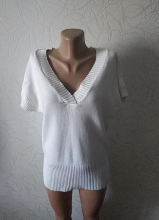 Белоснежный свитер-безрукавка