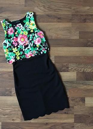 Красивое фактурное черное платье в цветочный принт размер s
