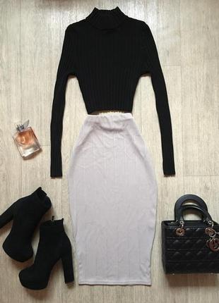 Красивая юбка миди по фигуре цвета слоновой кости
