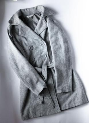 Серое пальто елочка