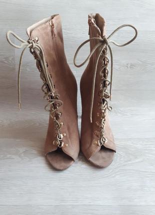 Стильные туфли / ботильоны с шнуровкой / босоножки
