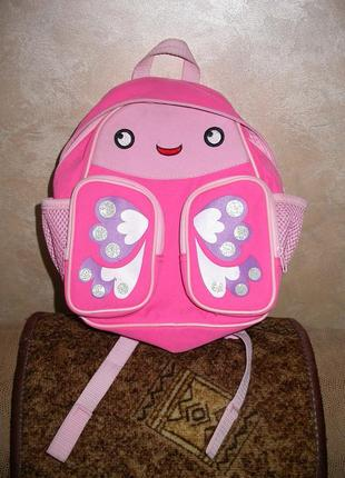 Отличный рюкзак с ортопедическими вставками на спинке.