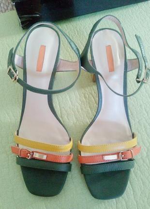 Шикарные босоножки с квадратным носком basconi польша кожа