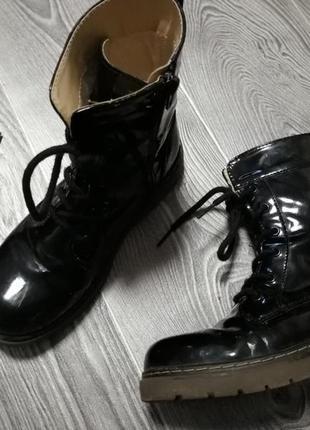 Ботинки лаковые на легком флисе