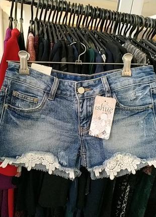 Шорты джинсовые с кружевом