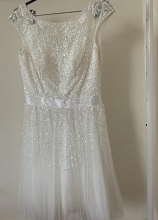 Очень красивое платье американского бренда , вышито паетками