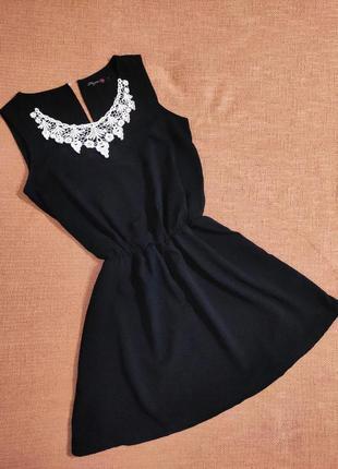 Платье вечернее свободного силуэта с кружевом
