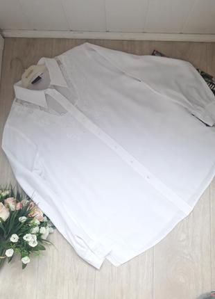 Очень красивая белоснежная рубашка с вышивкой и камушками размер хл
