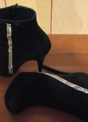 Стильные ботиночки на шпильке
