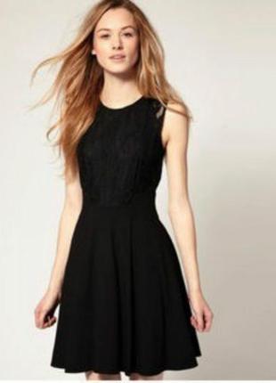 Короткое чёрное платьице